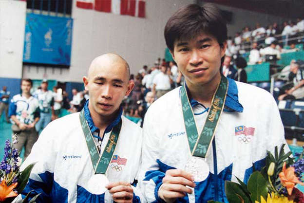Cheah Soon Kit and Yap Kim Hock holding their Olympic medals