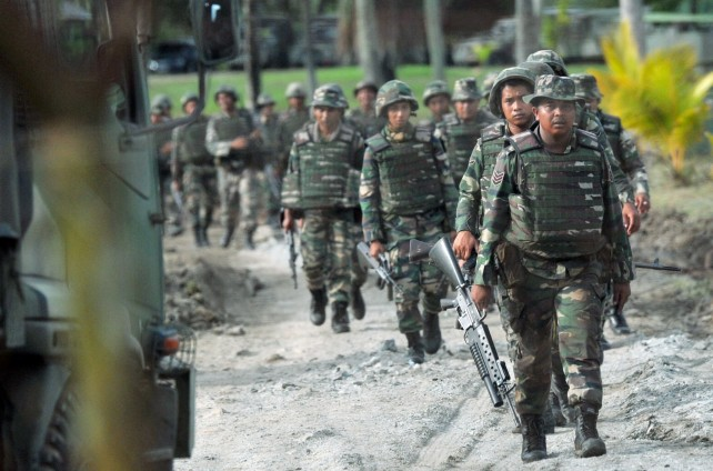 Malaysians soldiers preparing to fight terrorists during Ops Daulat