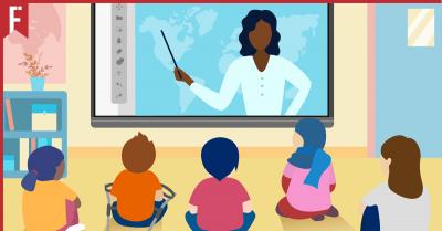 teacher teaching an online class